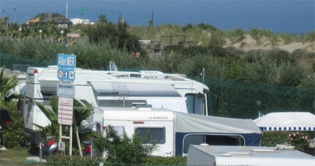 camping site facilities cap d 39 agde launderette toilets and showers. Black Bedroom Furniture Sets. Home Design Ideas